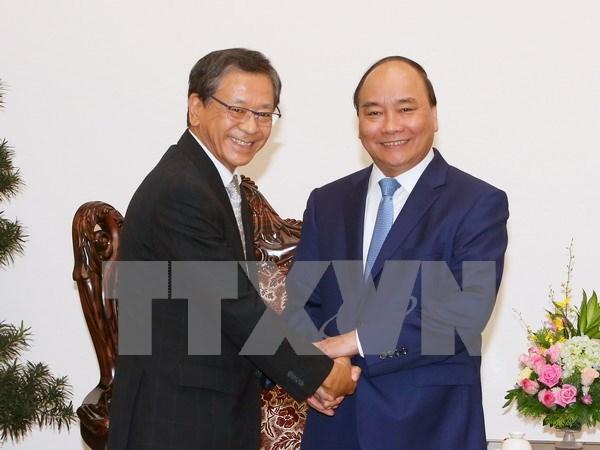 越南政府总理阮春福会见日本驻越南大使大岛浩 hinh anh 1
