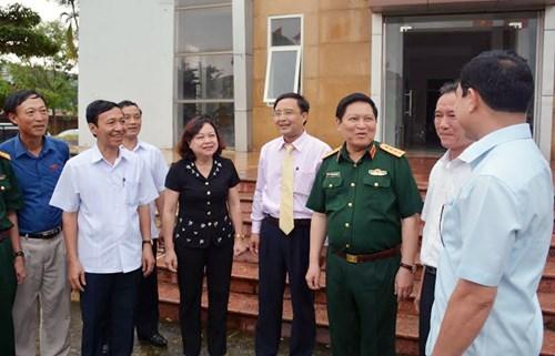越南第十四届国会第二次会议前夕:党和国家领导接触全国各地选民 hinh anh 3