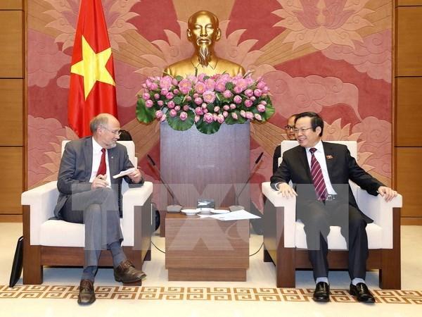 越南国会副主席冯国显会见欧洲自由贸易联盟成员国议员代表团 hinh anh 1