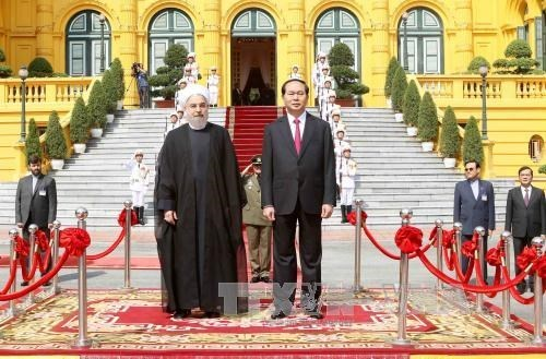 伊朗总统哈桑•鲁哈尼圆满结束对越的国事访问 hinh anh 1