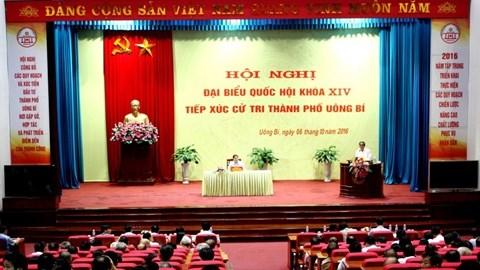 越共中央组织部部长范明正会见广宁省选民 hinh anh 1