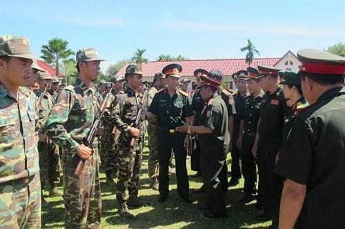越老青年军官携手培育两国特殊团结关系 hinh anh 1