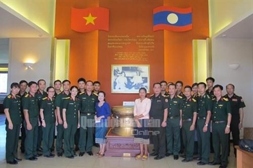 越老青年军官携手培育两国特殊团结关系 hinh anh 2