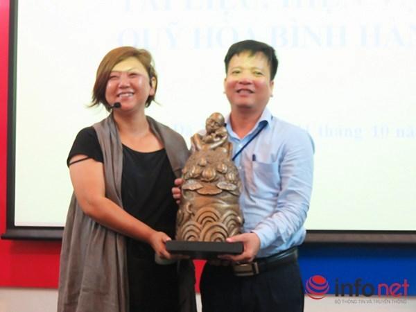 韩越和平基金会向岘港博物馆赠送越战时期的实物 hinh anh 1