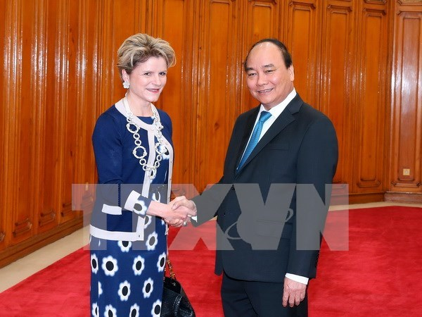 越南政府总理阮春福会见瑞士联邦经济总局局长茵艾辛 hinh anh 1