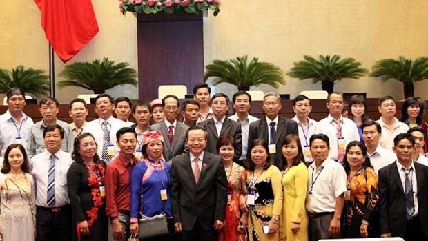 越南国会副主席冯国显会见2016年越南全国优秀农民代表团 hinh anh 1