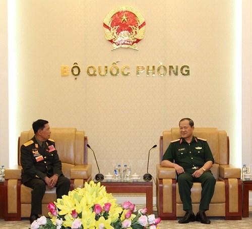 越副防长闭春长上将分别会见老挝和柬埔寨老战士协会代表团 hinh anh 1