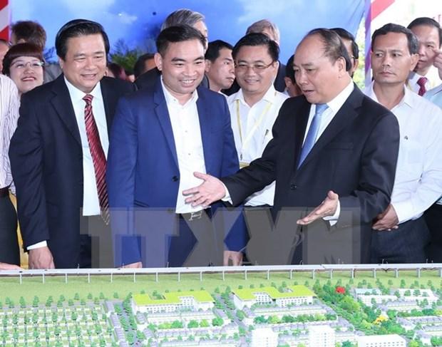 阮春福总理:政府承诺为在隆安省投资兴业的投资商提供便利 hinh anh 1