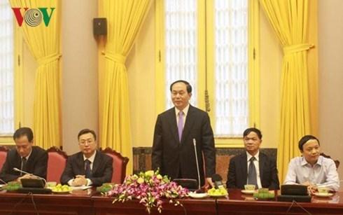 国家主席陈大光与越南南部退休安全军官代表团会面 hinh anh 1