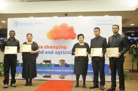 越南首位女性农民获颁联合国粮农组织表彰 hinh anh 1