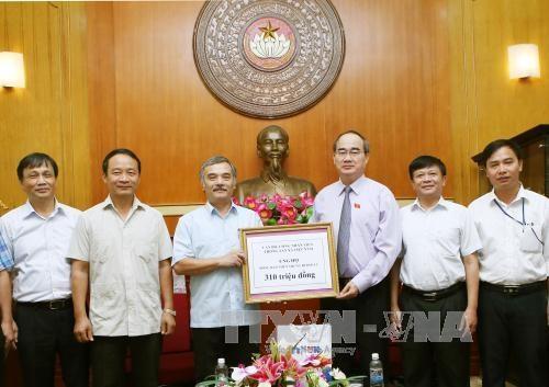 越南通讯社捐款帮助中部灾区灾民 hinh anh 1