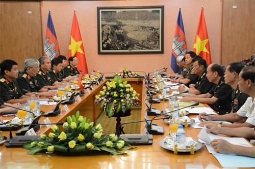 第二次越柬国防政策对话在河内举行 hinh anh 1