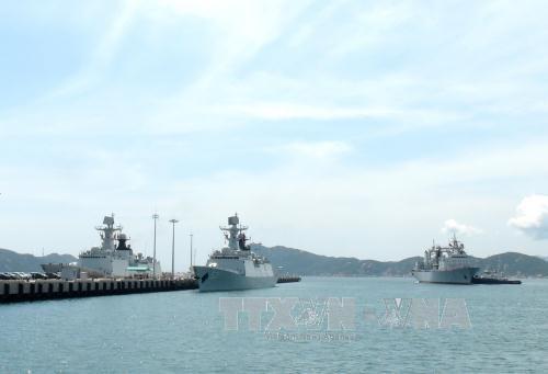 中国海军舰艇编队访问越南庆和省金兰国际港 hinh anh 1