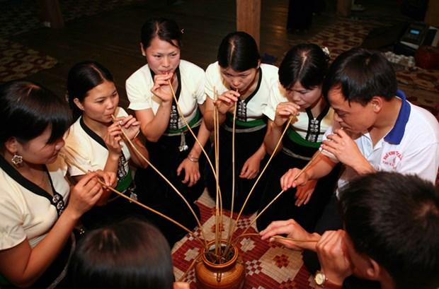 戈豪族生活中的喝竹竿酒仪式 hinh anh 1