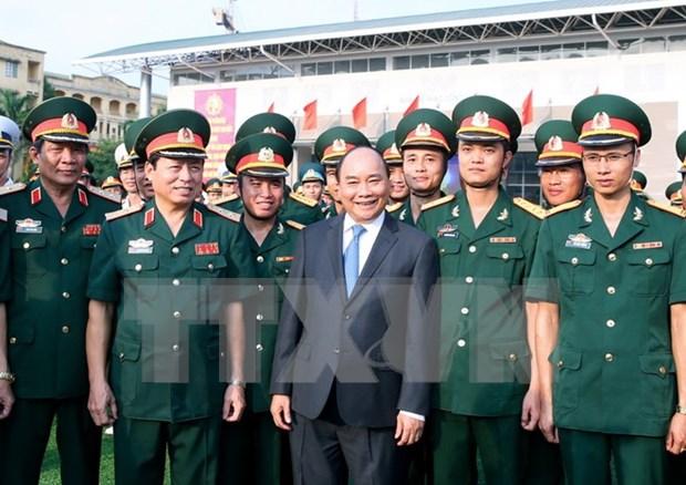 阮春福总理:每一名学员必须是军队单位中政治工作模范人员 hinh anh 1