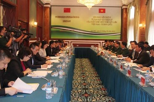 越中陆地边境口岸管理合作委员会第四次会议在河内举行 hinh anh 1