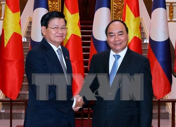 阮春福总理阮春福与老挝总理通伦•西苏里举行会谈 hinh anh 1