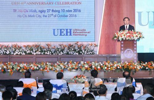 越南国家主席陈大光出席胡志明市经济大学建校40周年纪念典礼 hinh anh 1