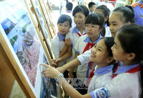 东盟共同体图片及纪录片展在富寿省举行 hinh anh 2
