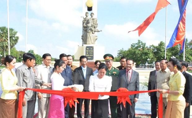 设在柬埔寨首都金边的越南志愿军纪念碑修缮工程正式竣工 hinh anh 1