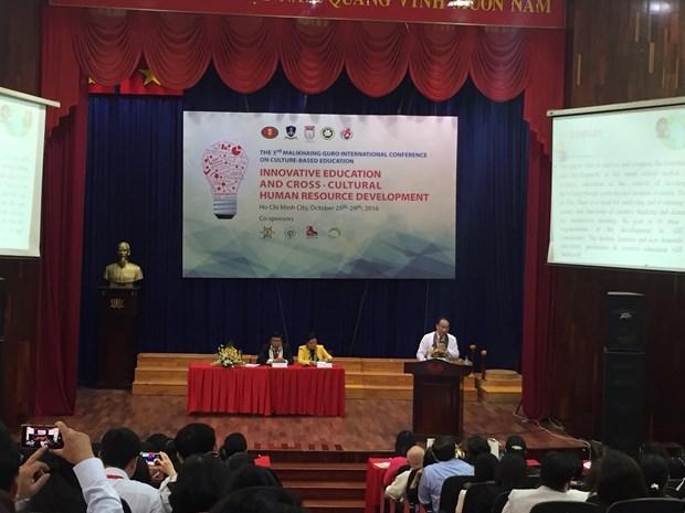 """""""创新型教育及跨文化人力资源发展""""研讨会在同塔省举行 hinh anh 1"""