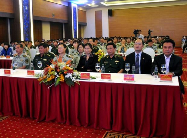 越中文艺交流会暨年轻军官座谈会在广宁省举行 hinh anh 1