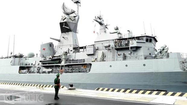 澳大利亚军舰访问越南金兰国际港 hinh anh 1