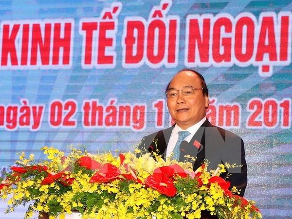 阮春福总理会见前来出席2016年越南对外经济会议的与会代表 hinh anh 1