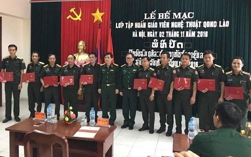 老挝人民军队艺术讲师培训班圆满结束 hinh anh 1