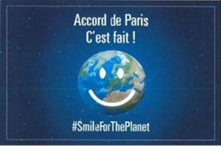 """法国驻越大使馆举办""""应对气候变化60个方案""""图片展 hinh anh 1"""