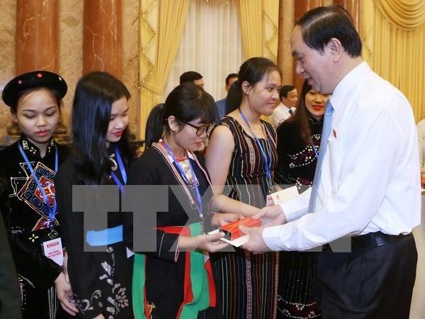 越南国家主席陈大光会见少数民族优秀学生代表 hinh anh 1