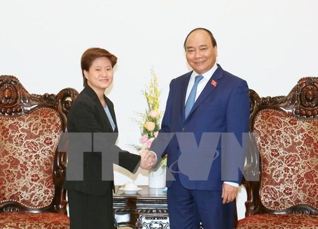 越南政府总理阮春福会见新加坡新任驻越南大使凯瑟琳 hinh anh 1