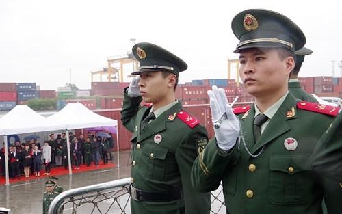 中国海警46305舰开始对越南海防市进行访问 hinh anh 2