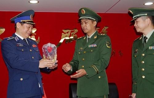 中国海警46305舰开始对越南海防市进行访问 hinh anh 3