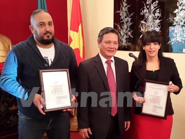 阿尔及利亚记者荣获越南对外新闻奖 hinh anh 1