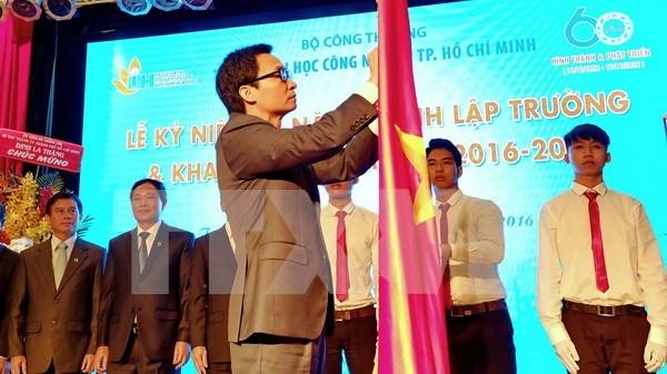 阮春福总理:建设与发展国民经济大学成为地区乃至世界上在经济等领域上具有权威的多科性、研究型大学 hinh anh 2
