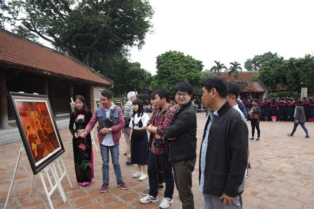 韩国企业与记者代表团考察河内旅游市场 hinh anh 1