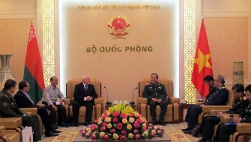 越南同白俄罗斯推动军事技术合作 hinh anh 1