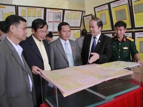 """""""黄沙、长沙归属越南:历史证据和法律依据""""地图资料展亮相太原省 hinh anh 1"""