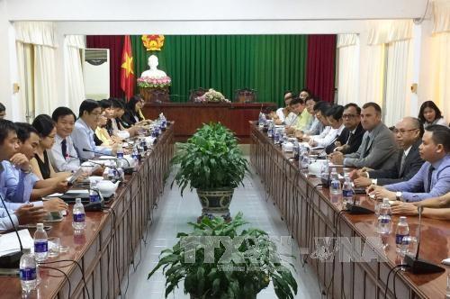 越南西南部地区事务指导委员会领导会见美国里弗赛德市市长 hinh anh 1