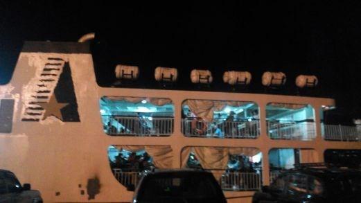 马来西亚驱逐400名菲律宾非法移民 hinh anh 1