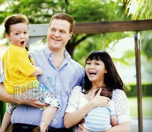 保障越南妇女与外国人结婚生出的小孩的就学就医权利 hinh anh 1