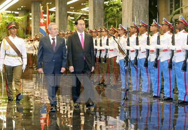 陈大光主席与古巴国务委员会主席兼部长会议主席劳尔·卡斯特罗举行会谈 hinh anh 1
