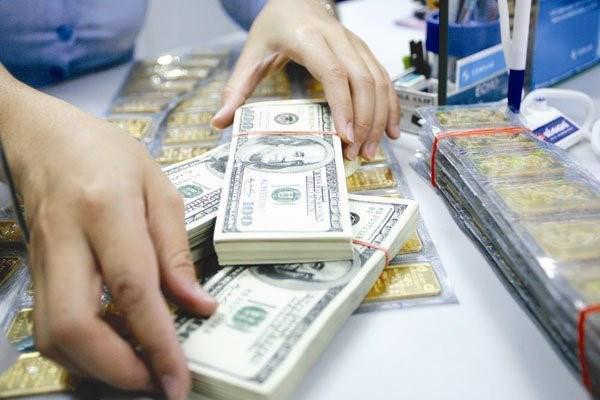 18日越南各家商业银行的越盾兑美元中心汇率继续大幅度波动 hinh anh 1
