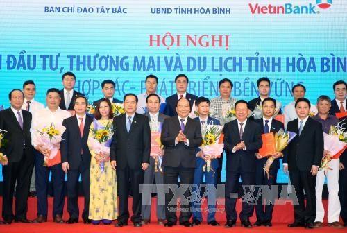 越南政府总理阮春福出席和平省投资促进会 hinh anh 1