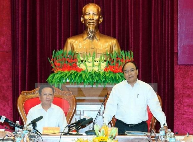 阮春福总理与和平省领导举行工作会谈 hinh anh 1