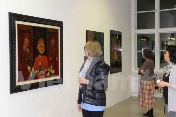 越南磨漆画展吸引德国观众的眼球 hinh anh 1