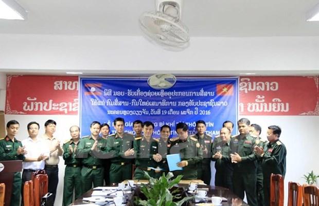 越南向老挝军队提供军需品 hinh anh 1