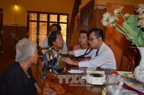 大爱无声:越南援助柬埔寨同胞及在柬侨胞 hinh anh 1
