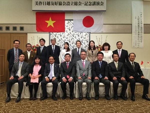 越南经济与文化推介研讨会在日本美作市举行 hinh anh 1